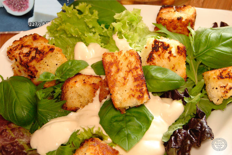 Blue Sheese Dressing and Croutons