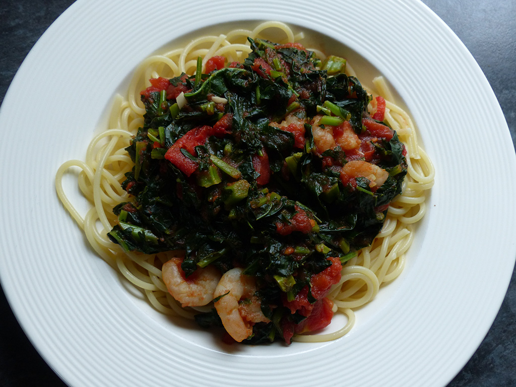 Pasta with kale and prawns