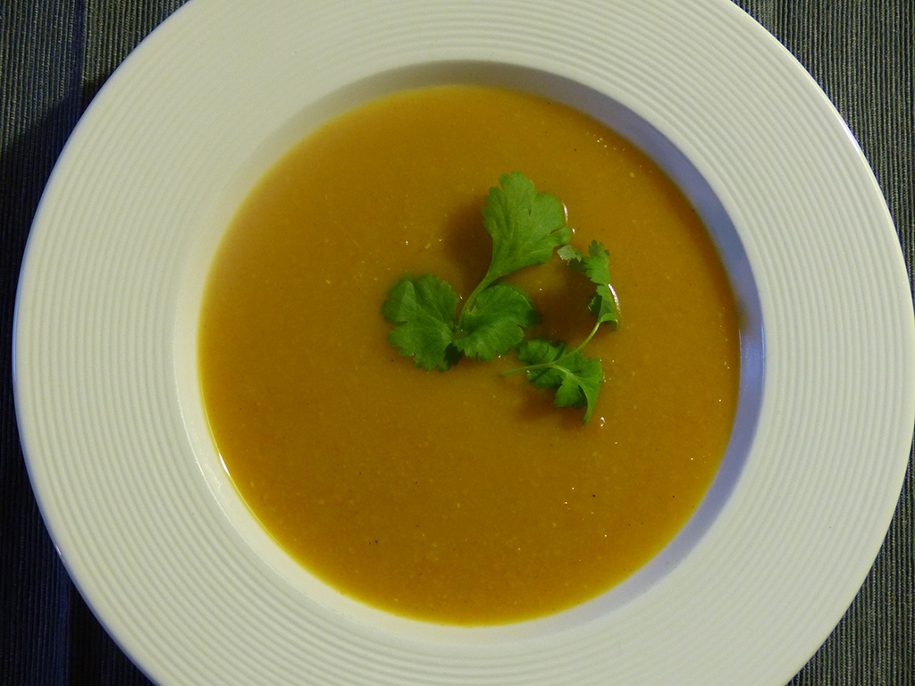 Spicy lentil soup with pumpkin