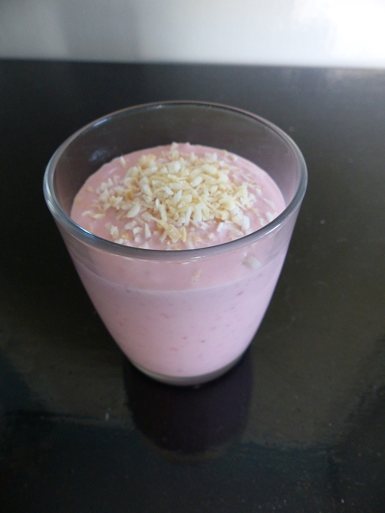 Strawberry shake with coconut