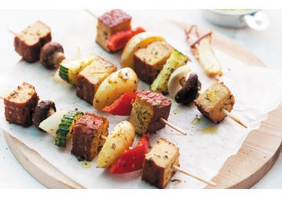 Vegetable skewers with Smoked Tofu